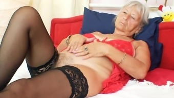 Mature ladies massaging her clit on cam