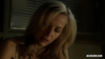 Gillian Anderson after august - S02E02