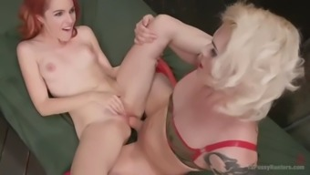 ts isabella sorrenti takes off her latex military identical and fucks amarna miller
