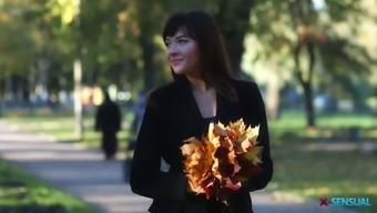 Exciting elegance Katty Fortunate enjoys some good autumn season analfuck