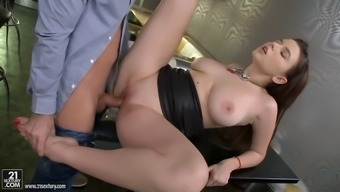 bar dude take pleasure in fucking restricted winger cunt of big tits waitress pier visconti