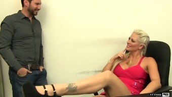 Thick MILF Holly Mind is so much more compared to joyful to fuck her mate
