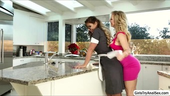 Lesbians defeat pussy in the kitchen
