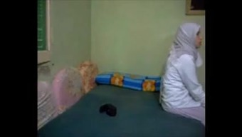 Hijab cheating arab Wifey anal passage kapali arkadan