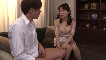 Big tits Japanese housewife gives an sensual titjob and blowjob