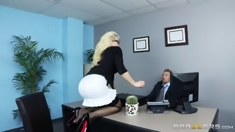 This counter actually gives her ass to her boss