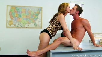 Playful blond mothers Julia Ann gets her muff licked and fucked by Lorry Wylde