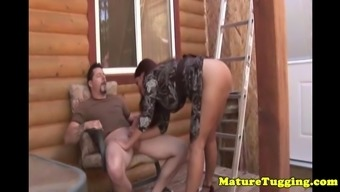 Redhead milf Goldie Blair outside jerking