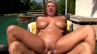 Warm oiled up black bitch gets fucking filled up outdoor