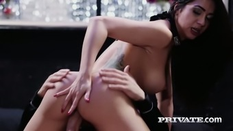 Julia en Lucia is sexually tenacious and she's amazing at being on top