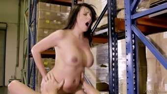Sex-hungry harlot Danica Dillon seduces one staff and generates him blowjob