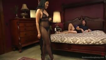 Great bottomed ebony strumpet Yasmine En Leon can take aspect in over the edge gangbang