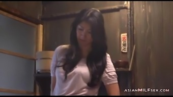 Milf Brushing Herself Having Orgasm On The Floor With the food prep