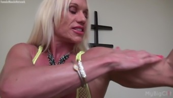 Exposed Ladies Musclebuilder Ashlee Divisions Great Clit