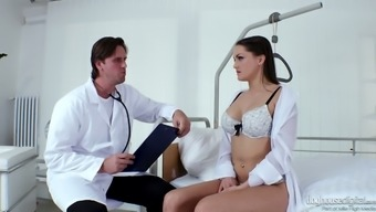 Fucking sizzling Czech missy Barbara Bieber gets caring with altered medical professional