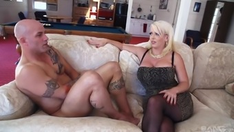 Alura Jenson and her good friend get such a cunts ceased by using a excess weight penis