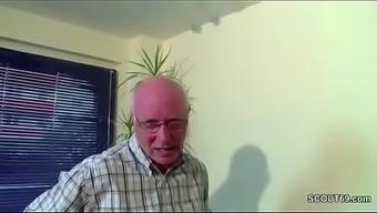 Odlicno uberredet seine Stief-Enkelin und fickt sie durch