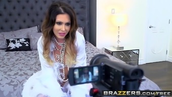 Brazzers - Mommy Got Boobs - Jessica Jaymes and Suv Wylde -