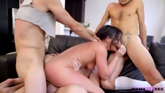 Whorish stepmom Jennifer White gives a blowjob to her step son and his college fellows