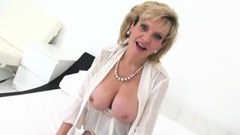 Unfaithful english milf lady sonia shows her big knoc10amS