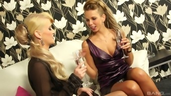 Masturbating with a hot friend pleases Mia Blond the most