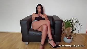Svelte alone brunette lady Julia Parker loves masturbating smelly pussy