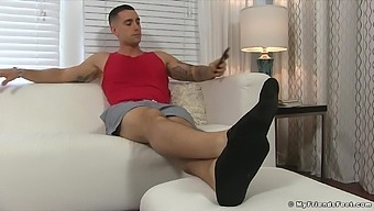 His weird boyfriend wanted pictures of his dirty feet. Amateur