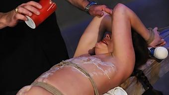 Goddess Starla & Ava Mir-Ausziehen in The Dirty School Girl - KINK