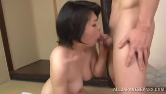 A grow older ladies from Japan takes challenging pussy pounding