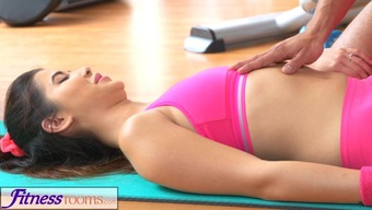 FitnessRooms Gym coach pull down her yoga trousers