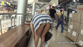 Kinky within a mall